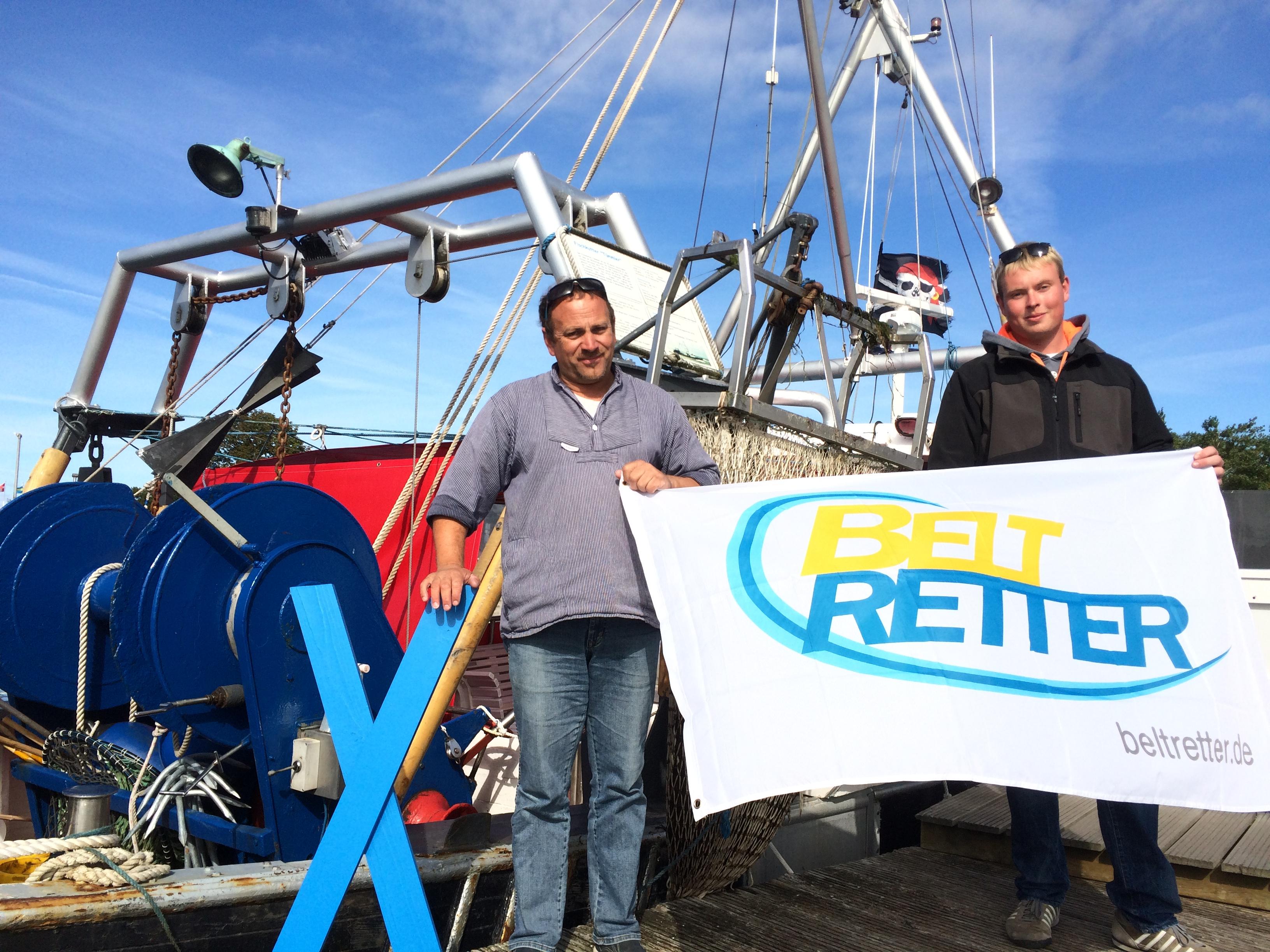 BU: Auch Gunnar Gerth-Hansen (links) und Frederik Otten sind jetzt – wie viele andere Fischer der Insel – BELTRETTER.